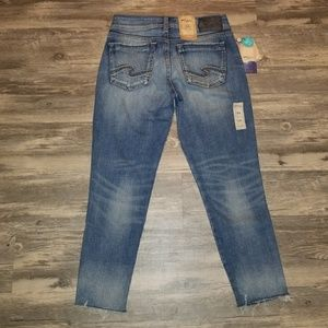 Silver Jeans Mid Rise Suki Skinny Crop